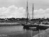 segelskuta-med-hjalpmotor-i-torhamns-nybyggda-hamn